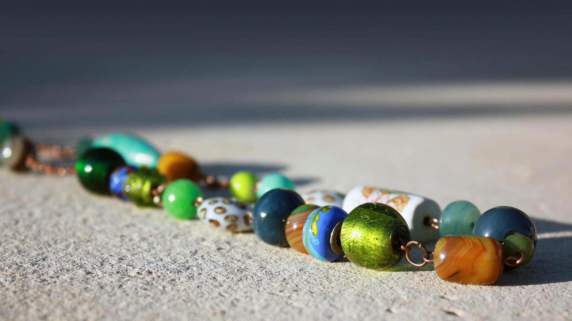 86eb49628a9 Les bijoux fantaisies de créateur   un cadeau original et coloré ...