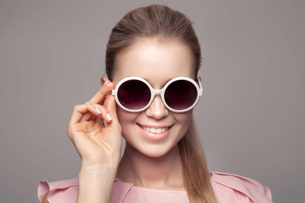 Une paire de lunettes ronde